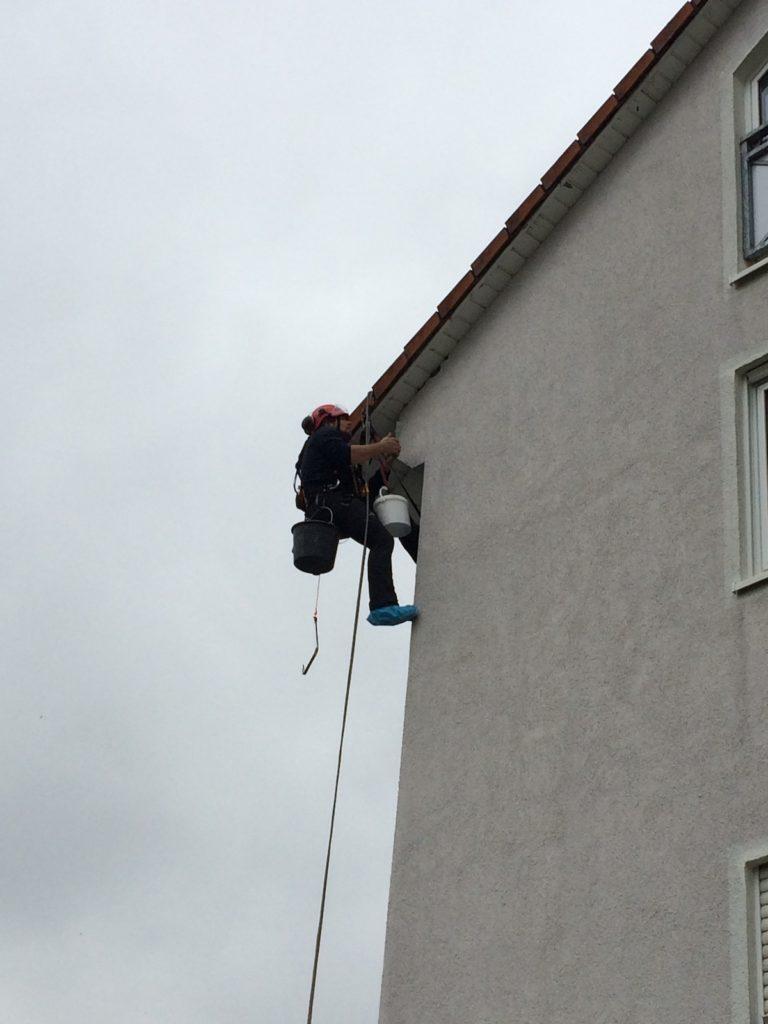 Sprechtlochbeseitigung an Hausfassade