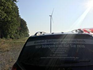 Im Windpark zur Rotorblattkontrolle